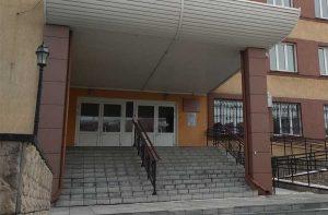 Вход в Железнодорожный суд Новосибирска
